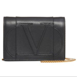 NWT Valentino Go Logo Leather Wallet on Chain